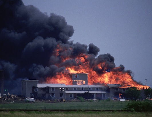 FBI-Raid-on-Waco